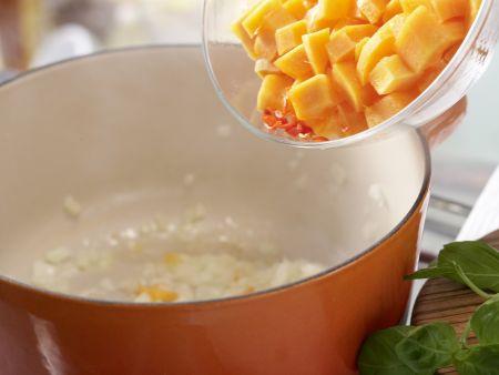 Möhren-Aprikosen-Suppe: Zubereitungsschritt 3