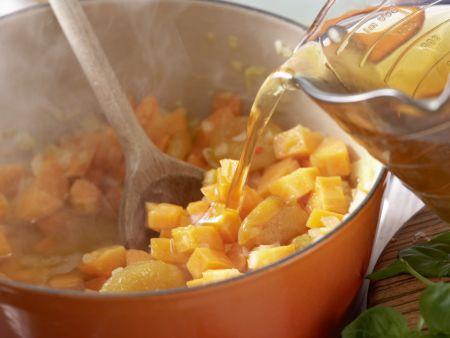 Möhren-Aprikosen-Suppe: Zubereitungsschritt 4