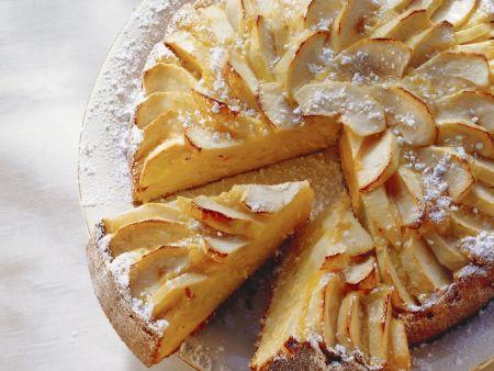 Möhren-Mandel-Kuchen mit Äpfeln