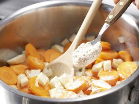 Möhrensuppe mit Pfannkuchenwürfeln: Zubereitungsschritt 3