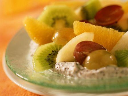 Mohncreme mit Früchten