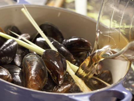 Muscheln in Asia-Aromen gedünstet: Zubereitungsschritt 6