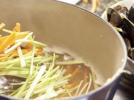 Muscheln in Asia-Aromen gedünstet: Zubereitungsschritt 7