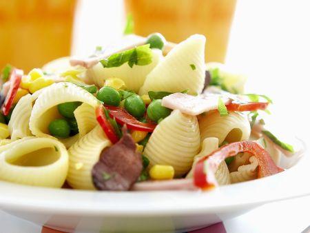 Muschelnudeln mit Schinken und Gemüse