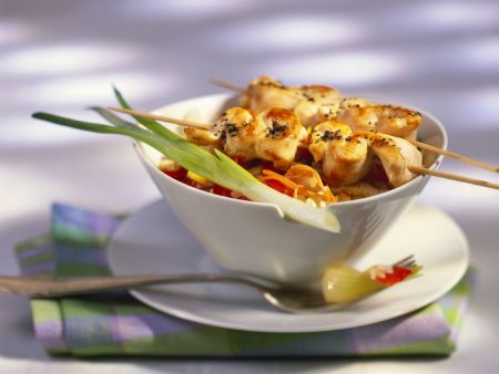 Nasi Goreng mit Hähnchenspieße (Satay)