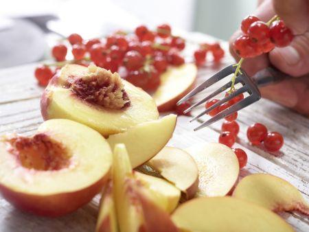Nektarinen-Johannisbeer-Kuchen: Zubereitungsschritt 2