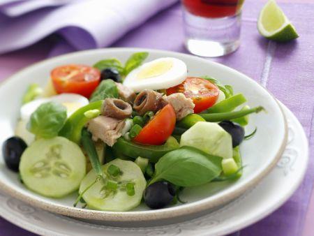 Nizza-Salat mit Thunfisch, Sardellen und grünen Bohnen