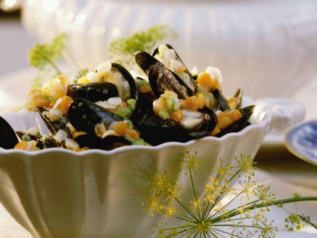 Nordseemuscheln auf rheinische Art mit Gemüse-Brunoise und Wein