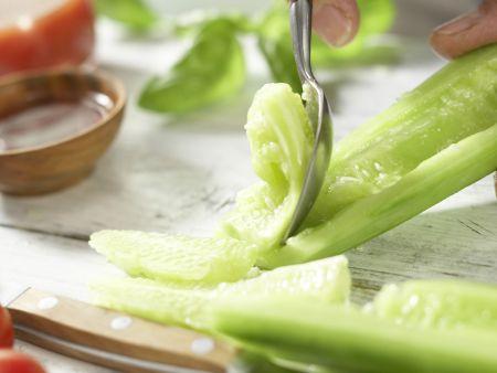 Nudel-Gemüse-Salat: Zubereitungsschritt 2