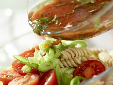 Nudel-Gemüse-Salat: Zubereitungsschritt 8