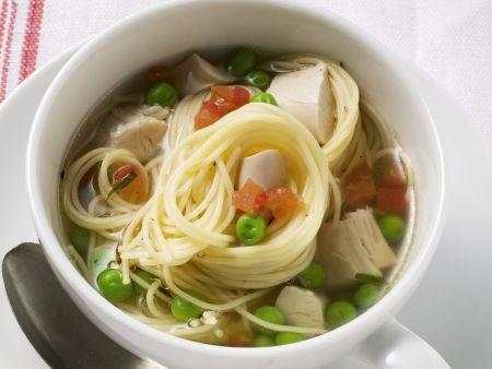 Nudel-Hähnchen-Suppe mit Gemüse