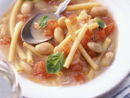 Nudel-Tomaten-Suppe mit Bohnen