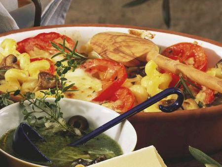 Nudelauflauf mit Tomaten und Pilzen