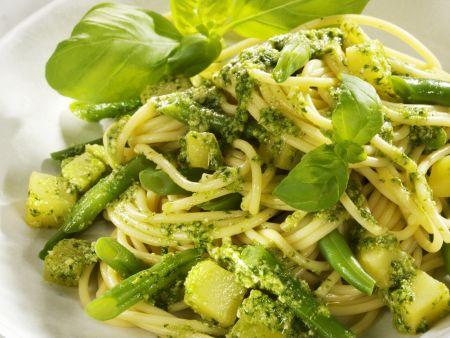 Nudeln mit grünen Bohnen und Pesto