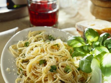 Rezept: Nudeln mit Käse und Basilikum