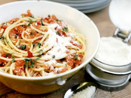 Rezept: Nudeln mit kalter Tomatensauce