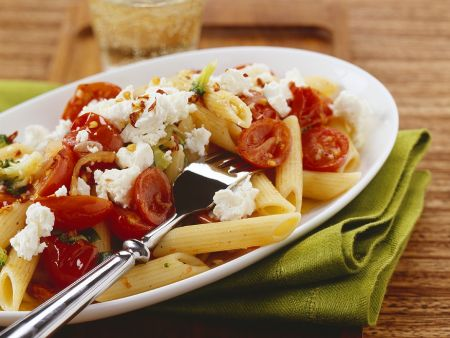 Nudeln mit Tomaten und Käse