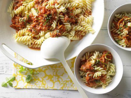 Nudeln mit Nuss-Tomaten-Sauce
