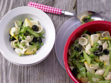 Nudelsalat mit grünem Gemüse