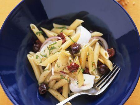 Nudelsalat mit Oliven, Artischocken mit Mozzarella di Bufala