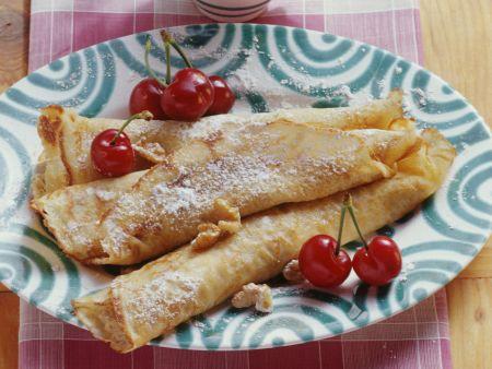 Nuss-Pfannkuchen mit Kirschen