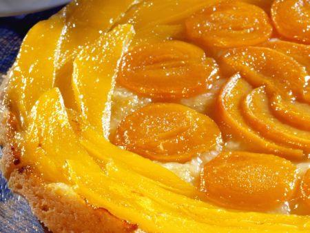 Obstkuchen mit Pfirsich und Aprikose
