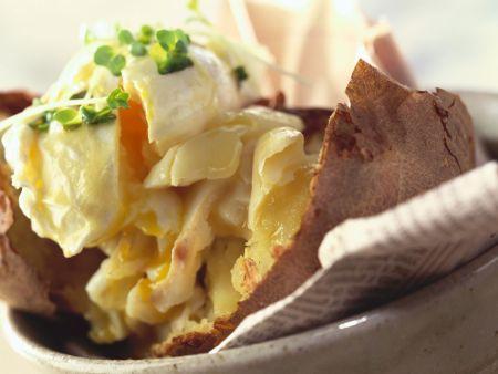 Ofenkartoffel mit verlorenem Ei