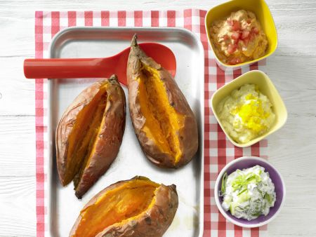 Ofenkartoffeln mit bunten Dips