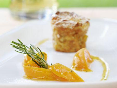Rezept: Ofenschlupfer mit Aprikosenrosmarin-Kompott