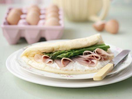 Omelett mit grünem Spargel und Schinken