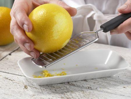 Orangen-Flan mit Pistazien: Zubereitungsschritt 1
