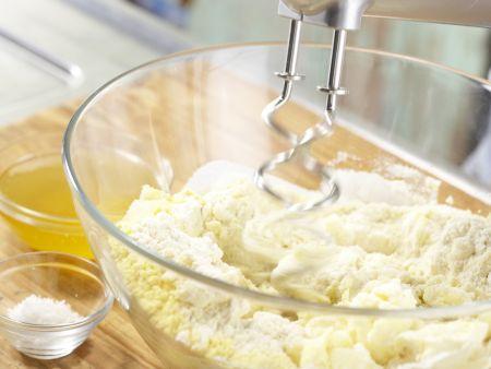 Orangenblätter, Nugatstreifen und Kokosringe: Zubereitungsschritt 1