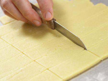 Orangenblätter, Nugatstreifen und Kokosringe: Zubereitungsschritt 6