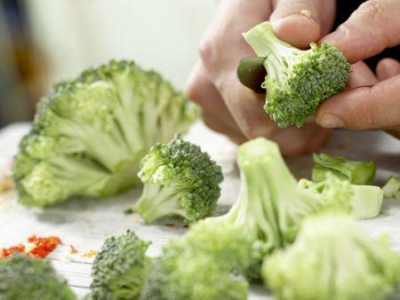 Orecchiete-Nudeln mit Brokkoli: Zubereitungsschritt 2