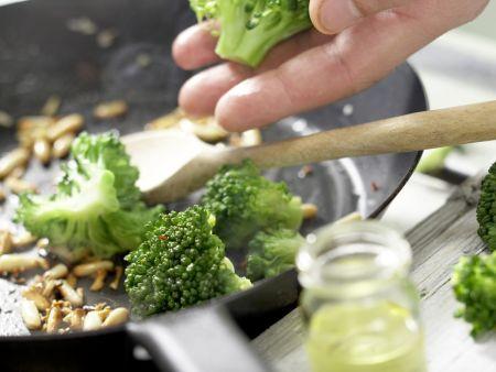 Orecchiete-Nudeln mit Brokkoli: Zubereitungsschritt 5