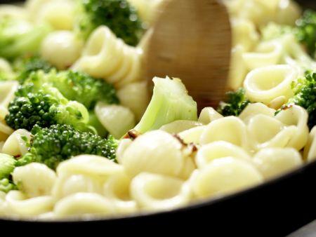 Orecchiete-Nudeln mit Brokkoli: Zubereitungsschritt 6