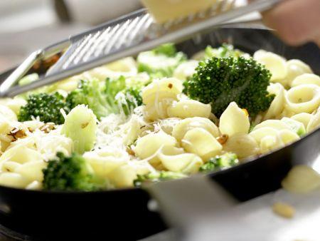 Orecchiete-Nudeln mit Brokkoli: Zubereitungsschritt 7