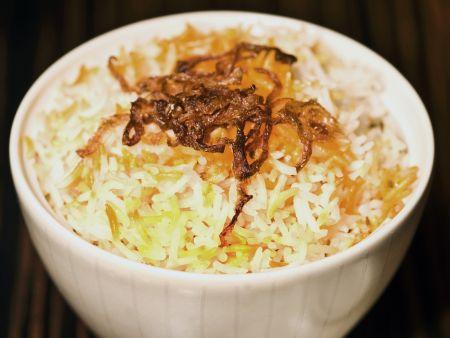 Orientalische Reispfanne mit karamellisierten Zwiebeln
