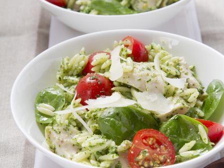 Orzo-Salat mit Hähnchen und Pesto