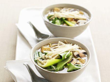 Pak Choy-Suppe mit Pilzen