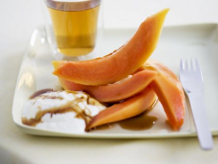 Papaya mit Honigsoße