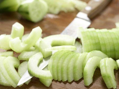 Papayasalat mit Gurken: Zubereitungsschritt 2