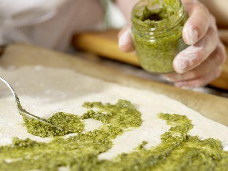 Parmaschinken-Pizza mit Rucola: Zubereitungsschritt 8