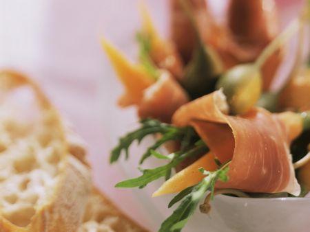 Parmaschinkenröllchen mit Karotte und Rucola
