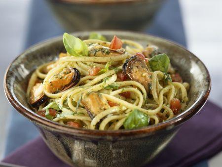 Rezept: Pasta mit Basilikum und Miesmuscheln