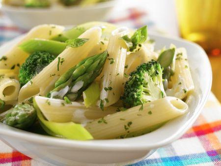 Pasta mit Brokkoli und grünem Spargel