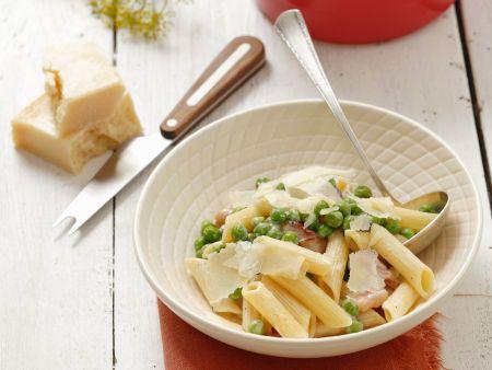 Pasta mit Erbsen, Speck und Parmesan