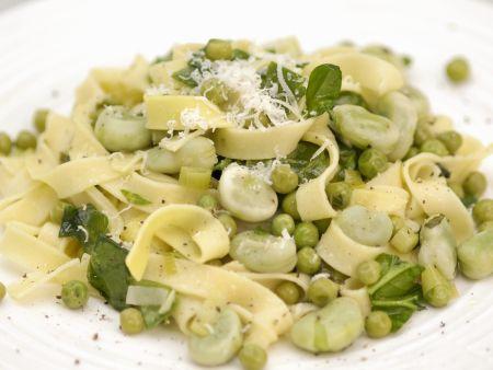 Pasta mit Erbsen und dicken Bohnen