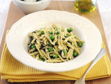 Pasta mit Erbsen und selbstgemachtem Pesto