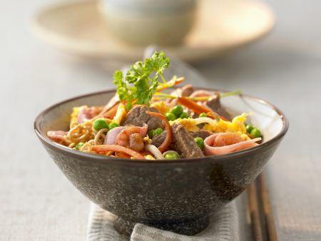 Pasta mit Fleisch, Schinken und Garnelen